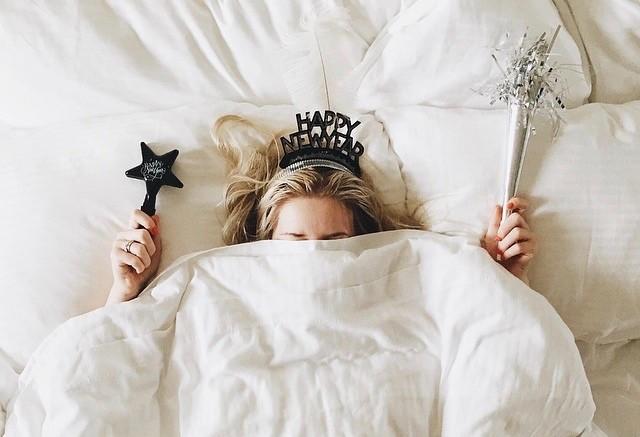 в кровати 2